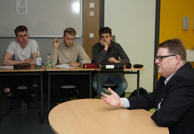 Europa-Kandidat Ralf Seekatz besuchte zum EU-Projekttag die IGS Selters