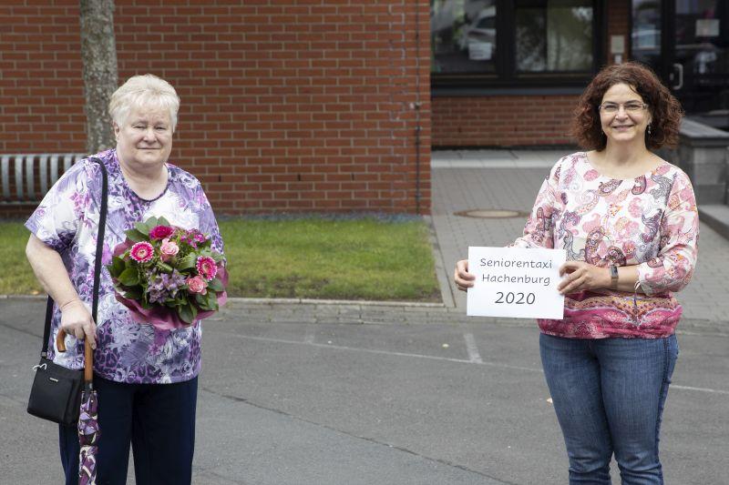 Zum Ausweis 2020 gab es einen Blumenstrauß. Foto: privat