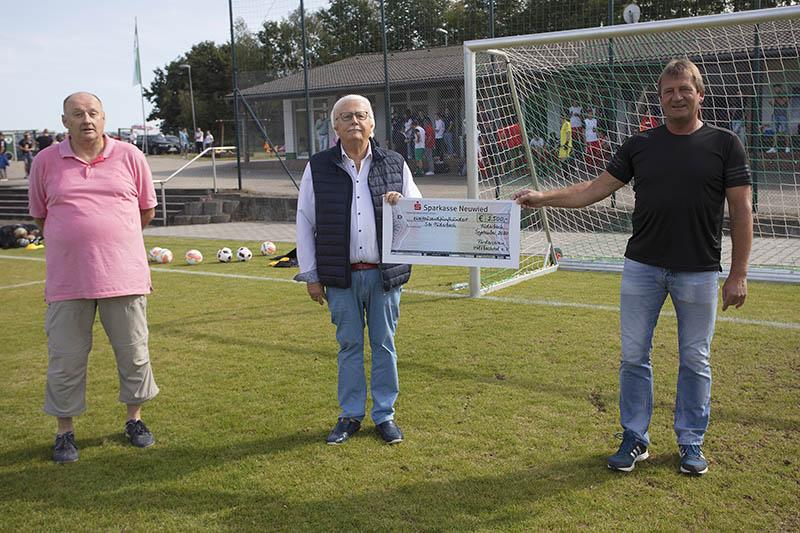 Herrenmannschaften der SG Puderbach neu eingekleidet