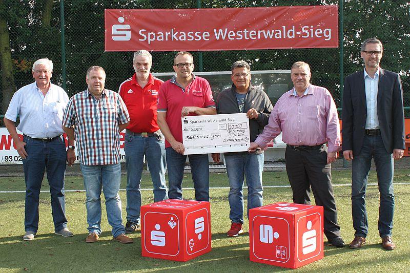10.000 Euro gingen an vier Fußball-Rheinlandligisten