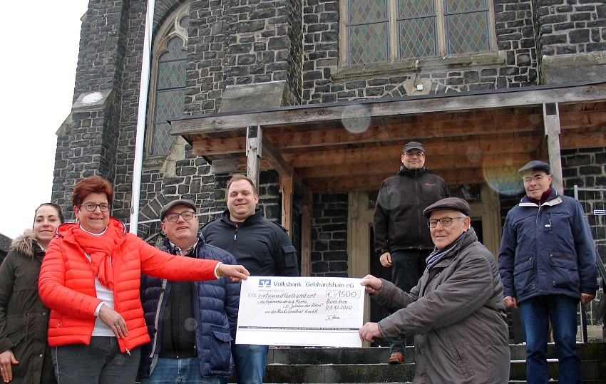 Landkost-Metzgerei Hüsch spendet für Kirchturm-Sanierung