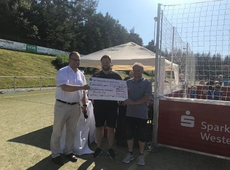 Sparkasse Westerwald-Sieg spendete 1.500 Euro f�r Kita-Cup
