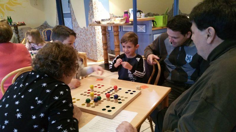 Voller Erfolg des Mensch-ärgere-dich-nicht-Generationen-Turniers