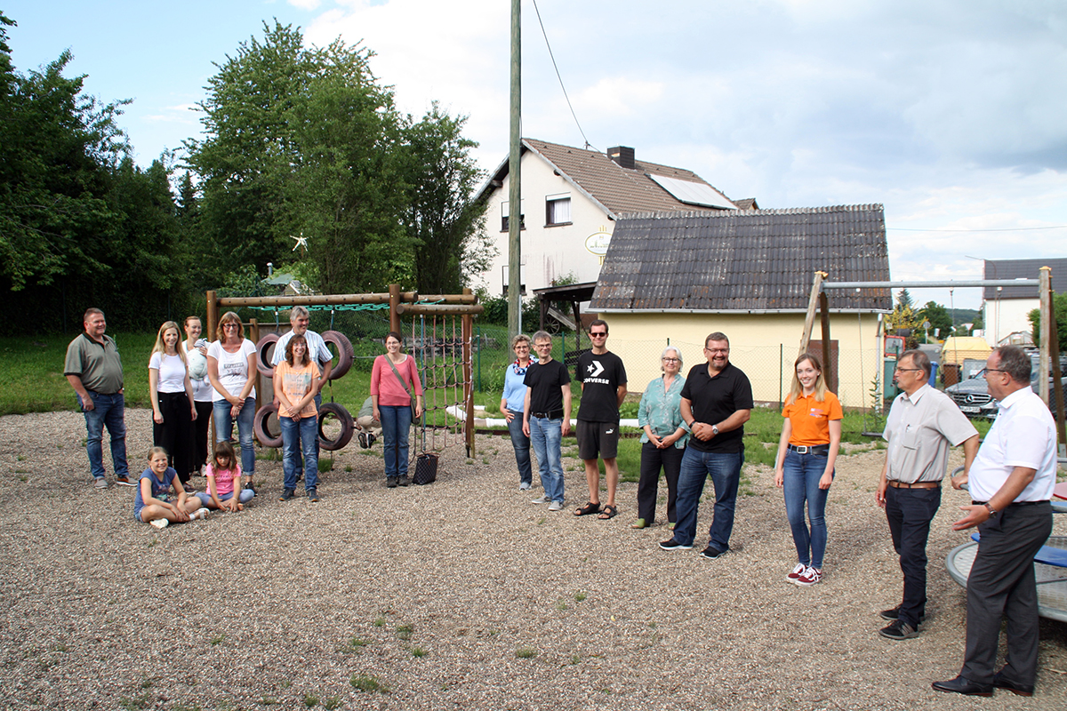 Seilbahn und Trampolin für den Spielplatz Hussen