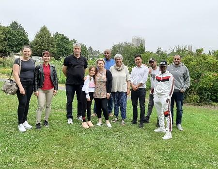 Sprachkurs besucht den Interkulturellen Garten