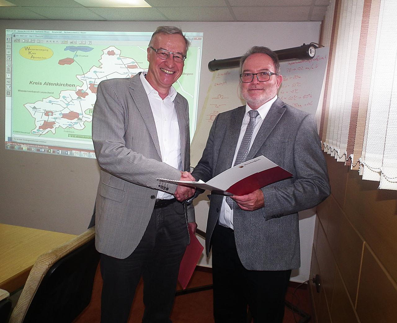 Umweltstaatssekretär Griese übergibt Zuschuss für Wasserversorgung im Kreis Altenkirchen