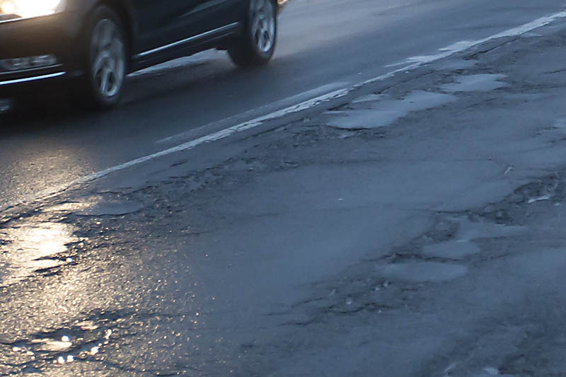 Straßenschäden sind jetzt allerorts festzustellen. Symbolfoto