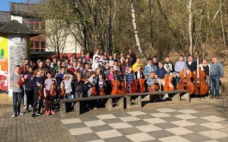 70 Kinder beim Streichertag der Kreismusikschule