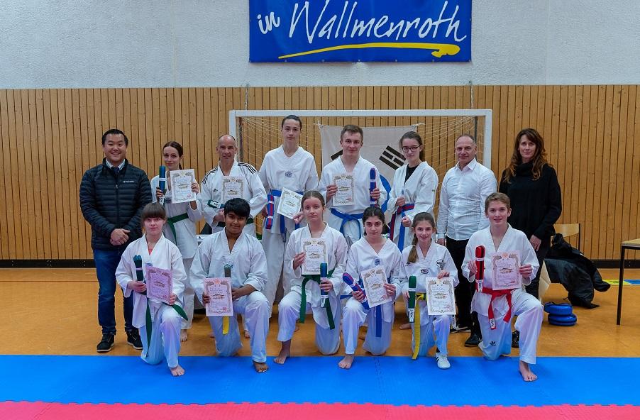 Gruppenfoto der erfolgreichen Prüflinge (Fotos: Taekwondo-Supersonics)