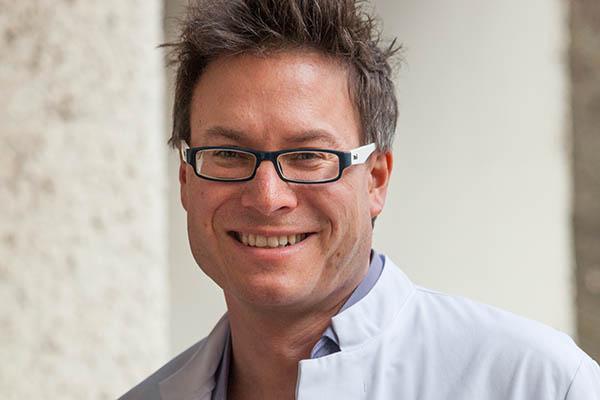 Prof. Dr. Sven Gottschling liest aus seinem Buch