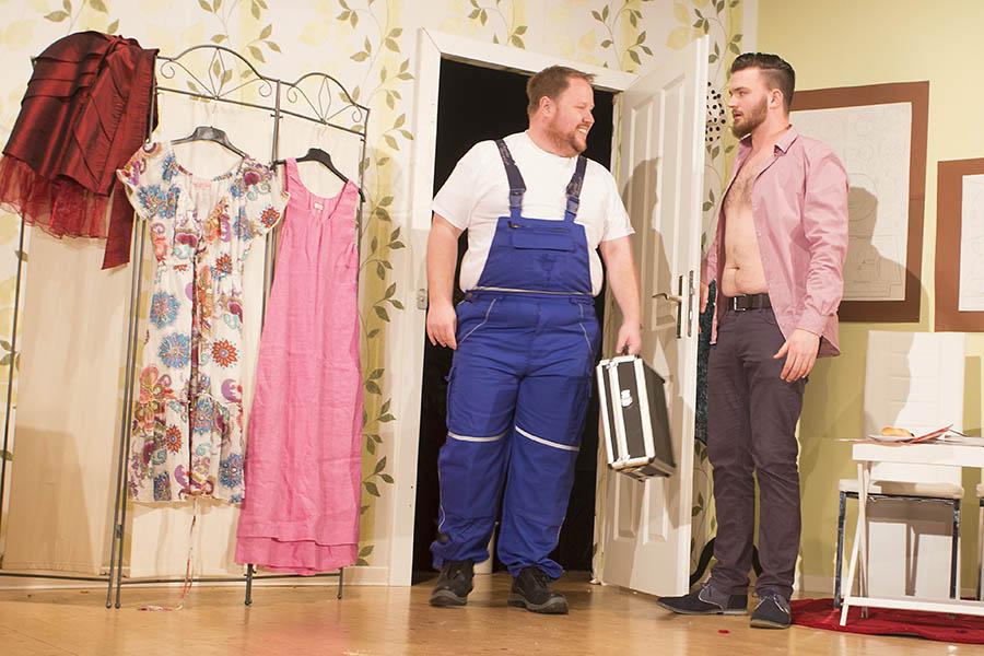 """""""Schlitz im Kleid"""" sorgte für viel Heiterkeit"""