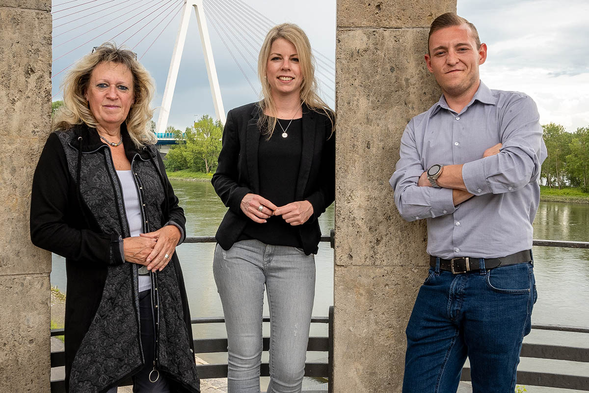 Die Landtagsabgeordnete Lana Horstmann (Mitte) gemeinsam mit ihren Mitarbeitenden Gabriele Wirtz und Janick Helmut Schmitz. Foto: SPD
