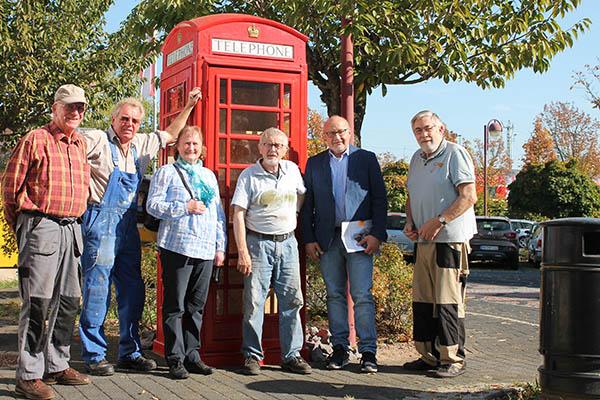 Bad Hönninger Senioren restaurieren englische Telefonzelle
