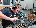 Nils Asbach lernt den seltenen Beruf des Metallblasinstrumentenmachers