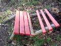 Drei Ruhebänke in Pracht zerstört