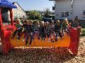 Kindergartenkinder zu Besuch auf dem Spielplatz in Pracht