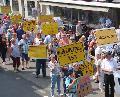 Stra�en-Demo in Niederfischbach: Jetzt z�hlen nur noch Taten!
