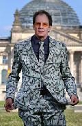 """""""Macht! Geld! Sexy?"""": Chin Meyer in Hachenburg"""