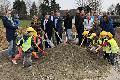 """Spatenstich für Anbau von """"Haus Kunterbunt"""" in Breitscheid"""