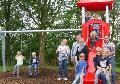 Neue Spielplatz-Ger�te am Molzhainer B�rgerhaus �bergeben