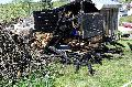 Gartenhaus und Stallmist wurden ein Raub der Flammen
