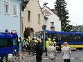 Bus fuhr frontal in Hausfassade