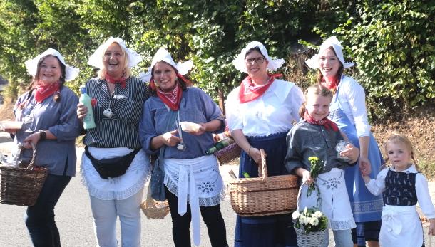 Tradition trifft auf Moderne: Gro�er Umzug beim Friesenhagener Erntedankfest