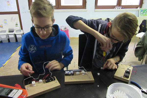 Junge Tüftler und Erfinder trafen sich in Feldkirchen