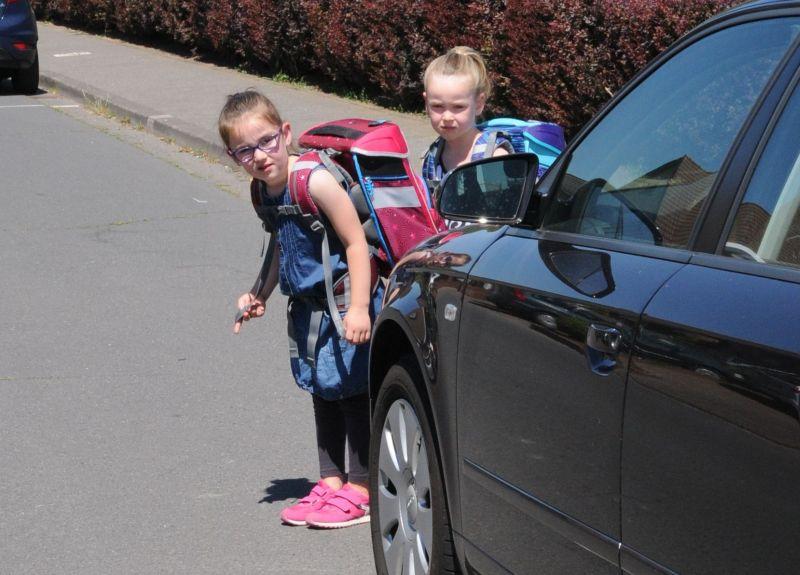 Elterntaxis gef�hrden auch Schulanf�nger