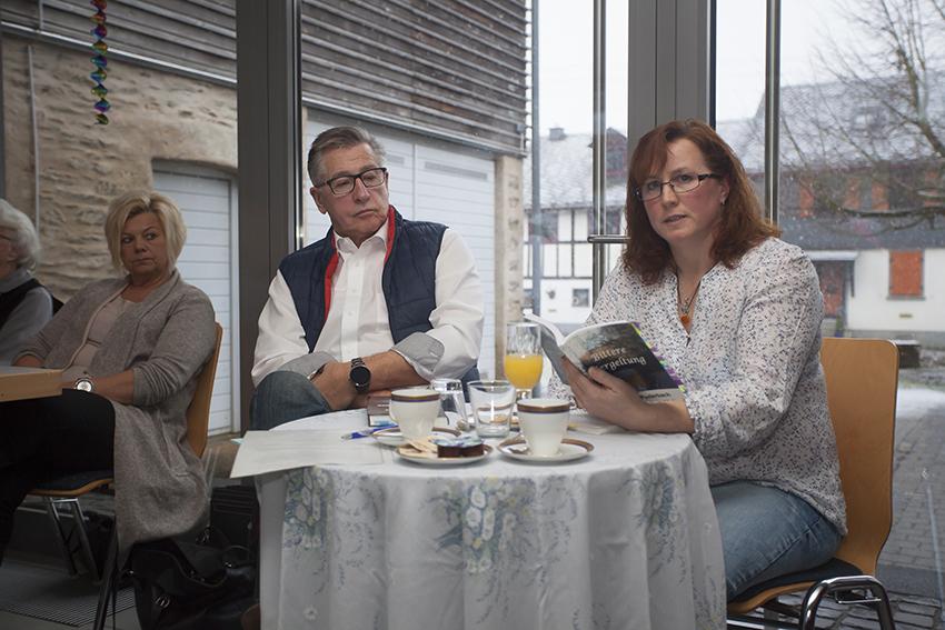 """Ulrike Puderbach las aus ihrem Buch """"Bittere Vergeltung"""". Fotos: Wolfgang Tischler"""