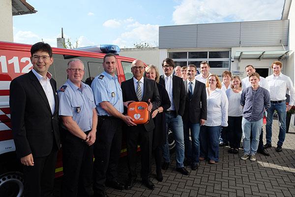 Spende eines Laien-Defibrillators für die Feuerwehr Irlich