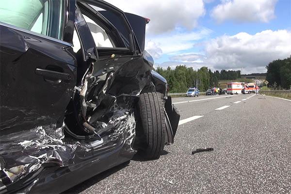 Schwerer Unfall auf B 255 – Verursacher flüchtig