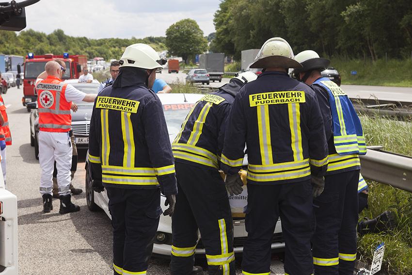 Auffahrunfall am Stauende – drei Personen auf A 3 verletzt