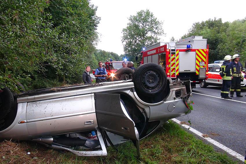 PKW überschlägt sich bei Raubach – Fahrer schwer verletzt