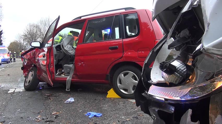 Schwerer Verkehrsunfall bei Oberelbert – Fahrerin in der Nacht verstorben