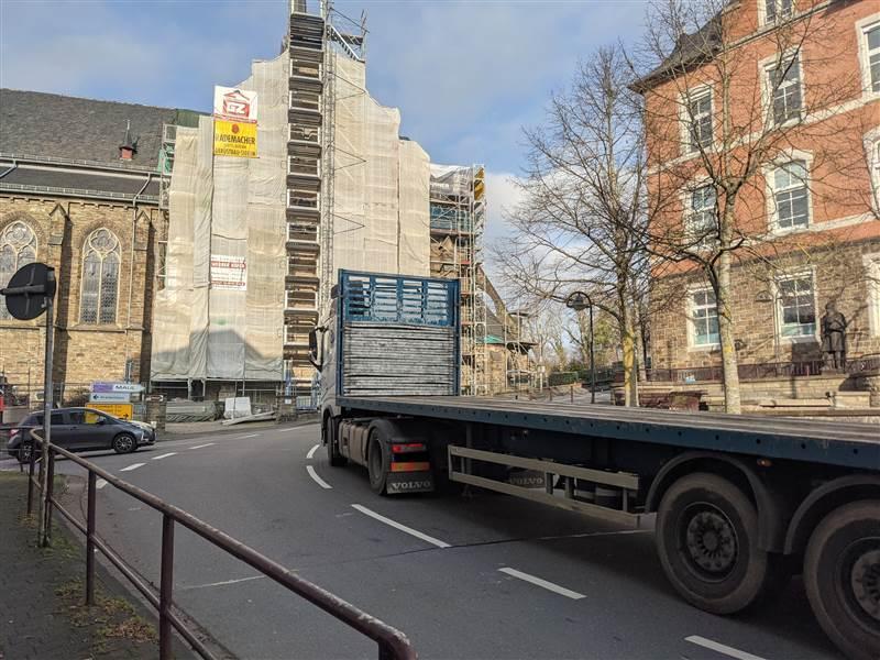 Kirchen: Bald Verkehrsbehinderungen vor kath. Kirche