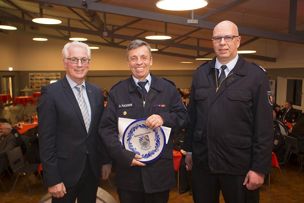 Verpflichtungen, Beförderungen und Ehrungen bei der Feuerwehr VG Puderbach