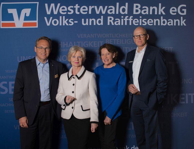 """Westerwald Bank zeigt """"KUNST-STÜCKE"""" von Brigitte Struif"""