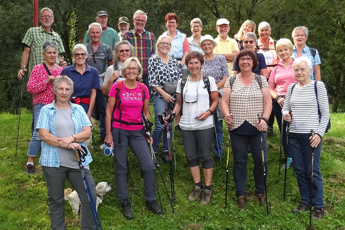 """20 Jahre """"Morgenlatscher"""" - Nordic-Walking-Gruppe feiert Geburtstag"""