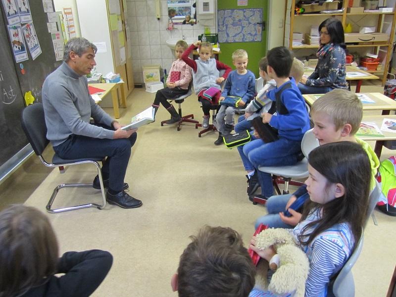 B�rgermeister und Landrat lasen an der Grundschule Etzbach