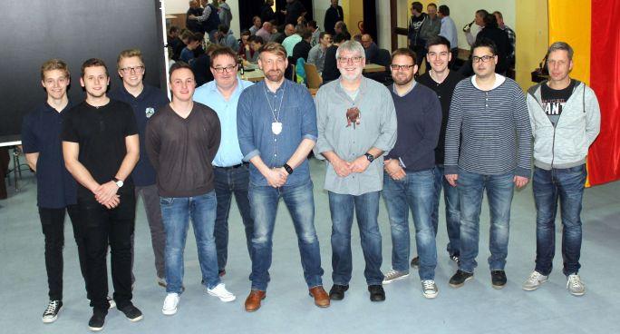 Blaukittel der Kirmesgesellschaft erhalten neue Vereinsspitze