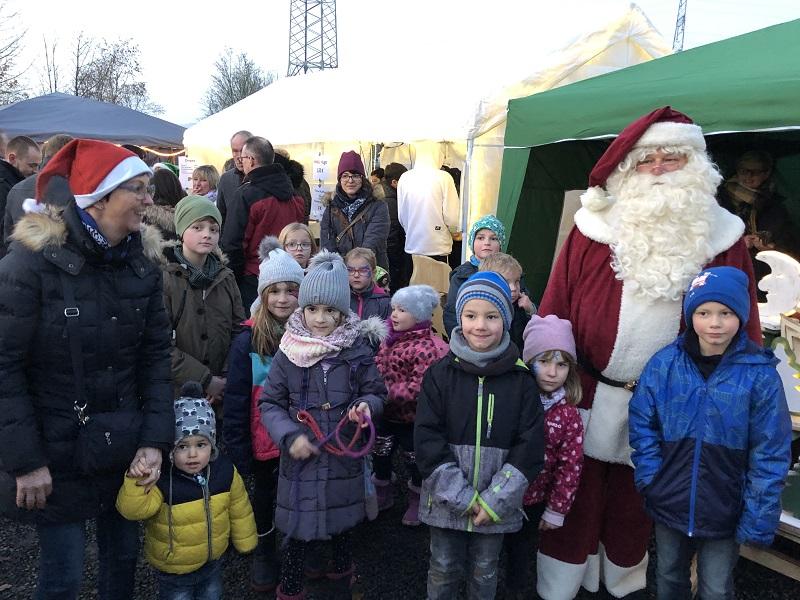 Weihnachtsmarkt in Pracht zog viele Besucher an