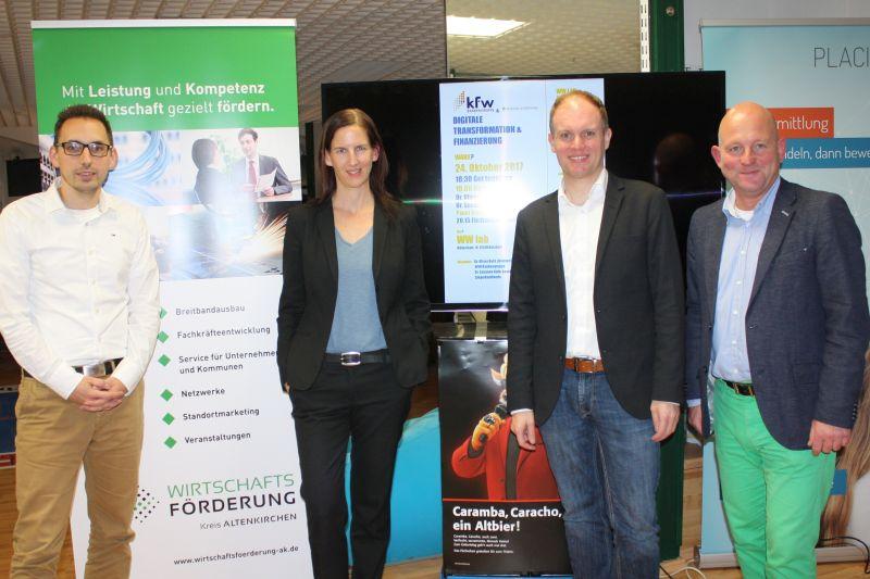 v.l. Referenten Tim Kraft, Dr. Susanne Kolb, Dr. Oliver Bohl und Veranstalter Hartmut Lösch diskutierten über Startups, das Bankenwesen und die Digitalisierung beim siebten WWLab in Betzdorf Foto: jkh
