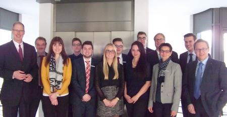 Neun junge Bankkaufleute bei der Westerwald Bank