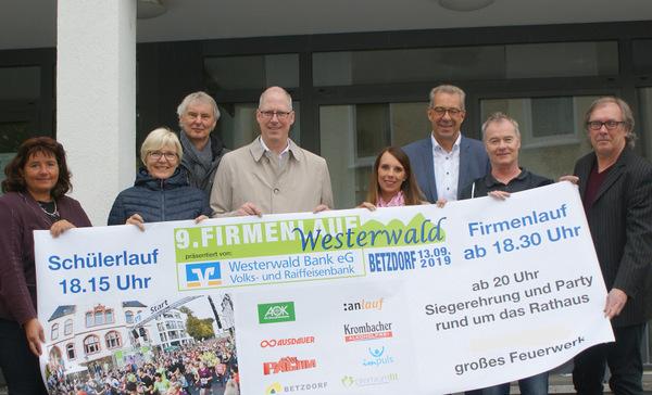 Die Macher, Organisatoren und Sponsoren des Firmenlaufs freuen sich auf den 13. September. (Foto: as)