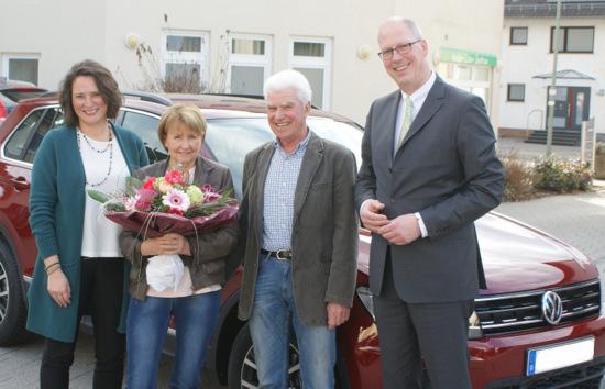 Volltreffer in Horhausen: Wigbert und Karin Buhr gewinnen einen Neuwagen