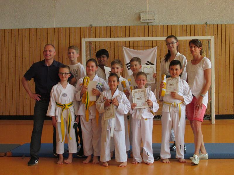 Erfolgreiche G�rtelpr�fung der Taekwondo-Supersonics
