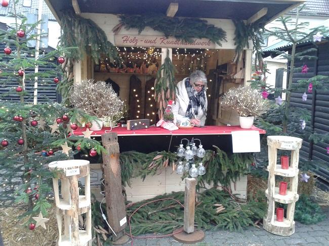Weihnachtsmarkt F�rthen: Feuer und Gl�hwein an der Grillh�tte
