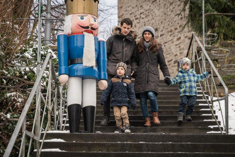 Gäste im Weihnachtsdorf Waldbreitbach. Foto: Andreas Pacek