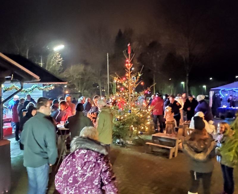 Weihnachtsmarkt in F�rthen: �Wundersch�n angelegt und sehr weihnachtlich!�